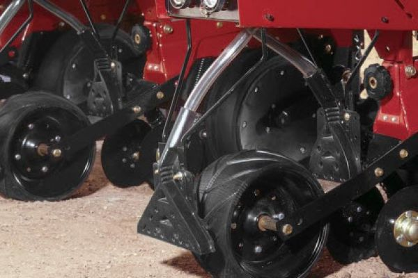CroppedImage600400-CaseIH-Front-Rear-Spreader-attach.jpg
